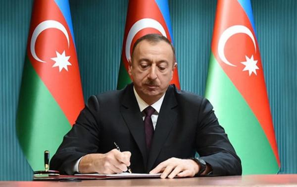 Azərbaycanda müəllimlərin maaşı artırıldı